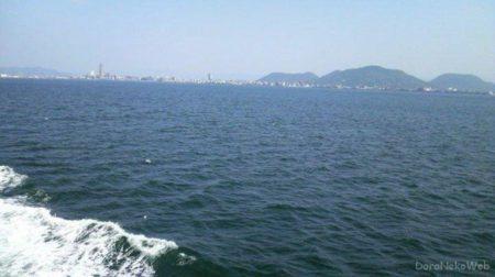 高松築港から宇野港行のフェリー