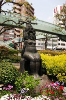加納町は、兵庫県神戸市中央区の町名の一つで、旧生田区東端、旧生田川河道上にあたる。