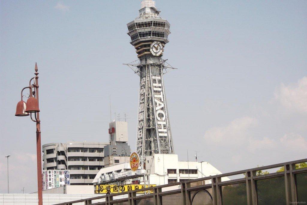 新世界は、大阪府大阪市浪速区恵美須東に位置する繁華街。