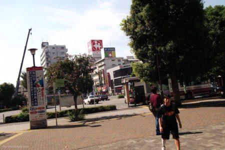 調布駅は、東京都調布市布田4丁目にある、京王電鉄の駅。