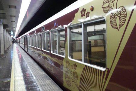 京とれいんとは、阪急電鉄が京都本線等で運行している観光特急である。