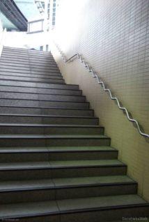 桜川駅から地上に出るぅ
