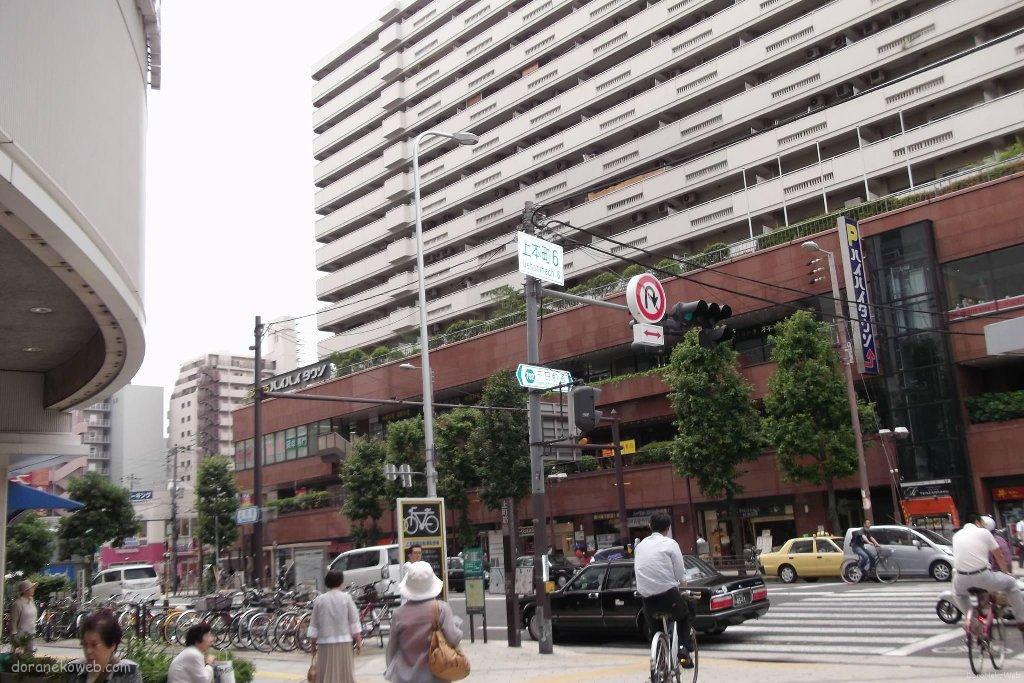 うえほんまちハイハイタウンは、近鉄大阪上本町駅前にある複合型商業施設。