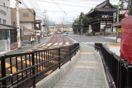 太秦広隆寺駅は、京都府京都市右京区太秦組石町にある京福電気鉄道嵐山本線の駅。