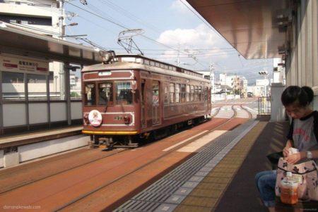 嵐電天神川駅は、京都府京都市右京区太秦下刑部町にある京福電気鉄道の駅。