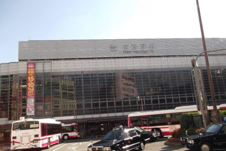 枚方市駅は、大阪府枚方市岡東町にある、京阪電気鉄道の駅。