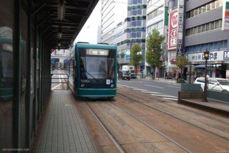 広島電鉄本線の広島駅停留所はJR広島駅南口の東側。
