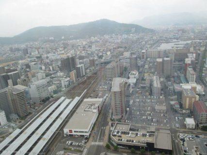 高松シンボルタワーは、香川県高松市サンポートに所在する超高層ビル。
