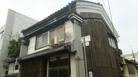 琴電志度駅は、香川県さぬき市志度にある高松琴平電気鉄道の駅。