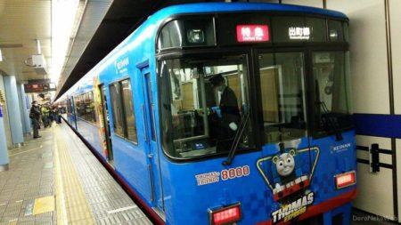 京阪電車、またもトーマス、今度は8000系ですやん。