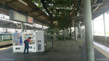 萱島駅は大阪府寝屋川市萱島本町にある、京阪電気鉄道の駅。