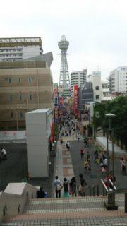 通天閣は、大阪府大阪市浪速区の新世界中心部に建つ展望塔である。