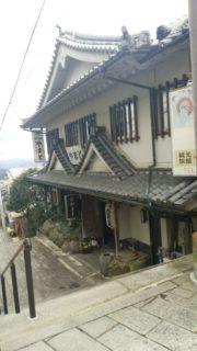 宝山寺駅は、奈良県生駒市門前町にある近鉄生駒鋼索線の駅。