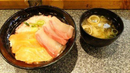 久し振りに海鮮丼など
