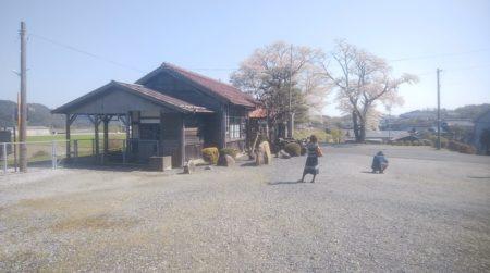 美作滝尾駅は、岡山県津山市堀坂にある、JR西日本の駅。