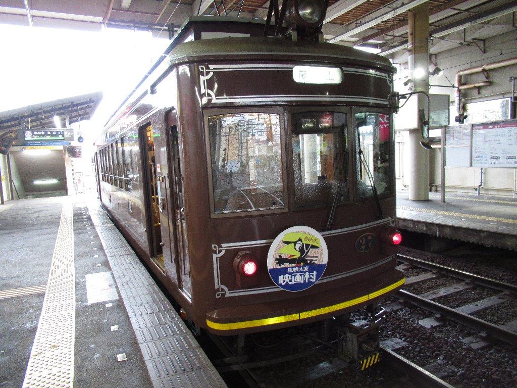 嵐電モボ21形27号車で雨中の移動なり。