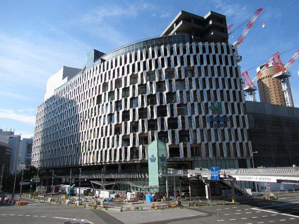 建て替え1期工事が完成した阪神梅田本店どぇす。