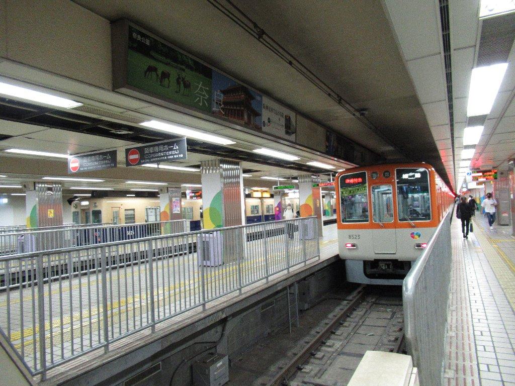 大阪梅田駅は、大阪府大阪市北区梅田三丁目にある阪神電気鉄道の駅である。
