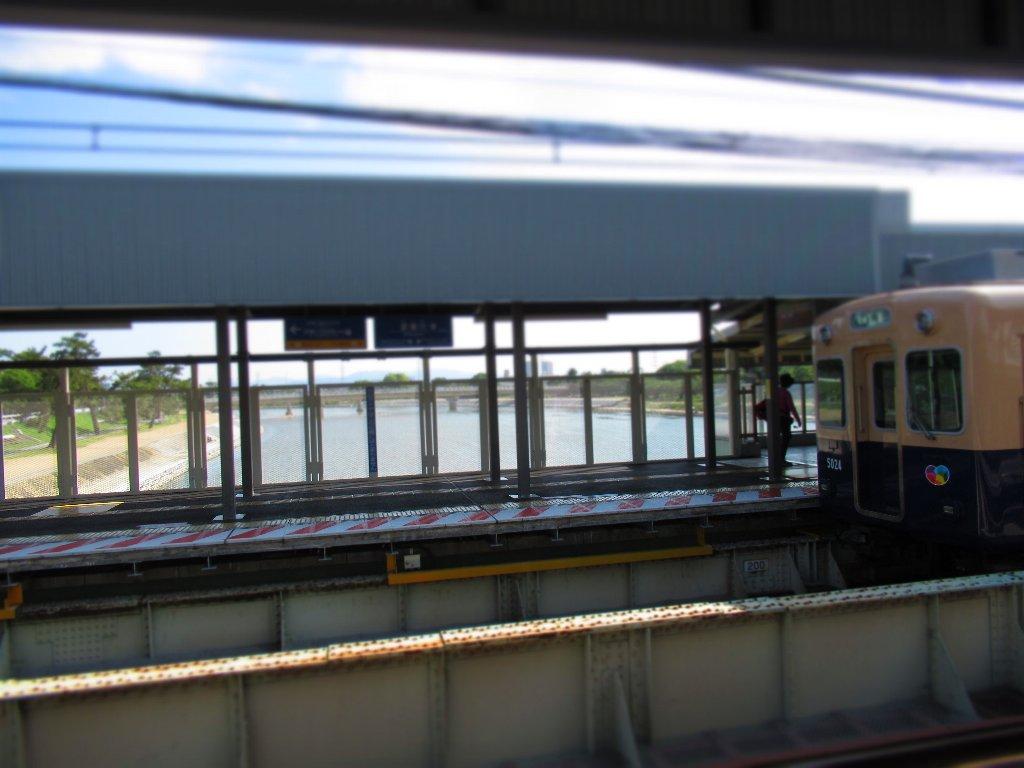 武庫川駅は、阪神電気鉄道の駅。兵庫県尼崎市と西宮市に跨っている。