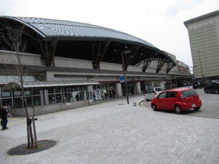 二条駅は、京都府京都市中京区西ノ京栂尾町にある、西日本旅客鉄道(JR西日本) 山陰本線の駅である。