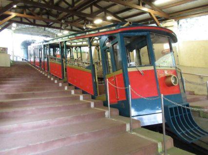 六甲ケーブル線は、兵庫県神戸市灘区の六甲ケーブル下駅から六甲山上駅に至る六甲山観光のケーブルカー路線である。