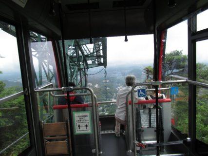 六甲有馬ロープウェーは、神戸市の六甲山と有馬温泉を結ぶロープウェー。