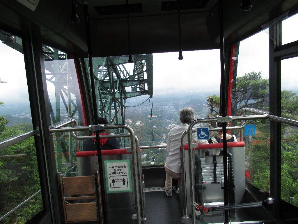 六甲有馬ロープウェーは、兵庫県神戸市の六甲山と有馬温泉を結ぶロープウェーである。
