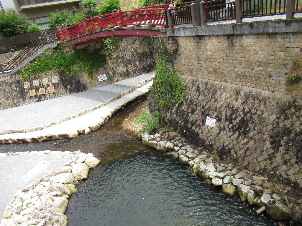 有馬温泉は、兵庫県神戸市北区有馬町にある日本三古湯の温泉。