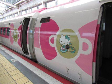 「ハローキティ新幹線」500系こだま号に乗車。