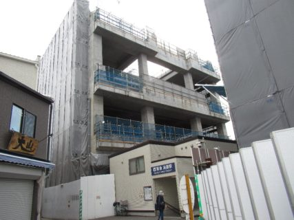 淡路駅は、大阪府大阪市東淀川区東淡路四丁目に所在する、阪急電鉄の駅。
