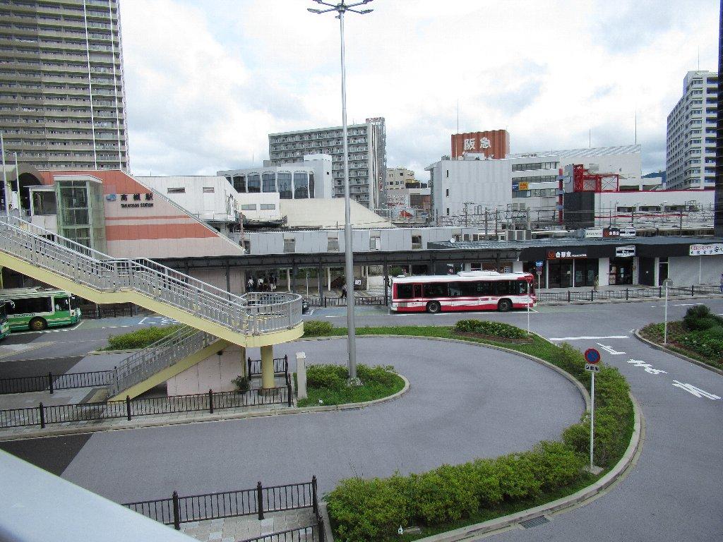 高槻駅は、大阪府高槻市白梅町にある、西日本旅客鉄道(JR西日本)東海道本線の駅である。