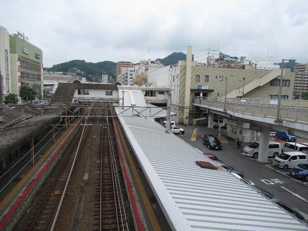 呉駅は、広島県呉市宝町にある、西日本旅客鉄道(JR西日本)呉線の駅。