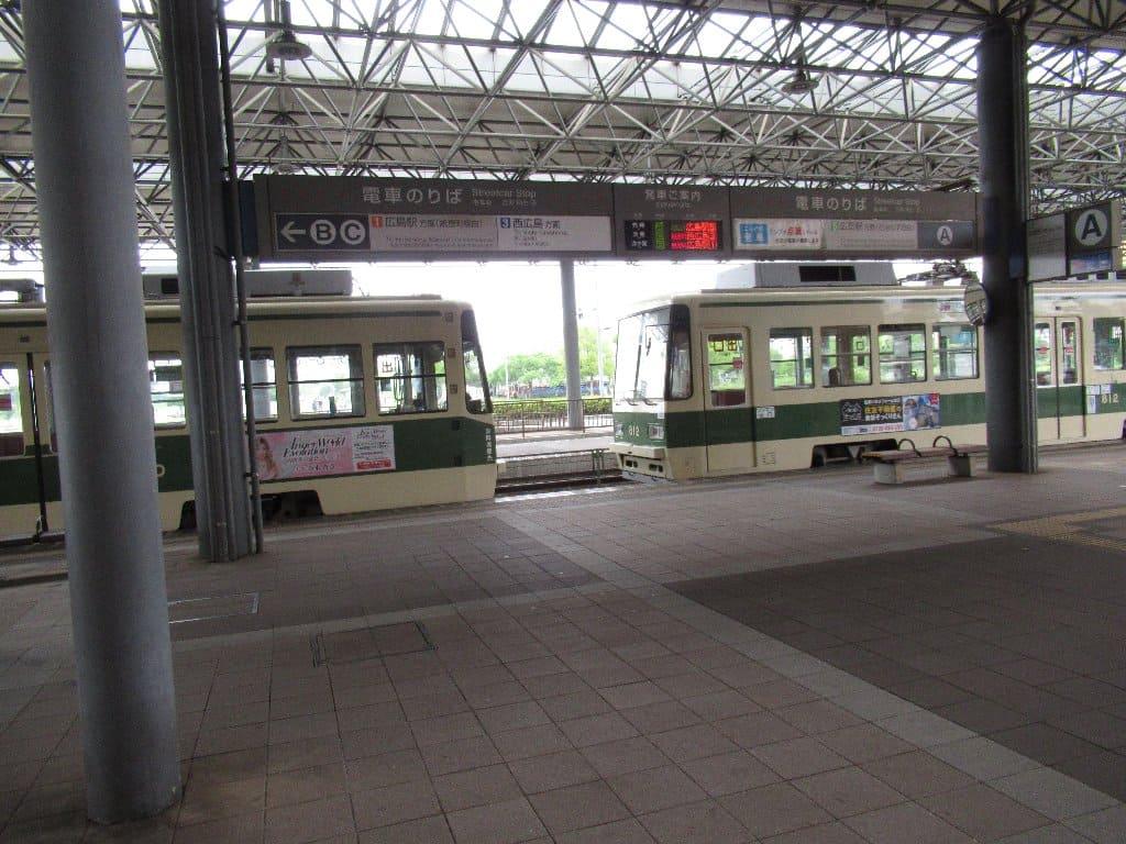 広島港電停は、広島市南区宇品海岸一丁目にある広島電鉄宇品線の路面電車停留場である。