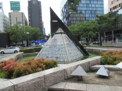 博多駅は、福岡県福岡市博多区博多駅中央街にある、JR九州・JR西日本・福岡市地下鉄の駅。