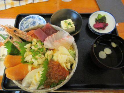 海鮮丼@カモンワーフでございます。