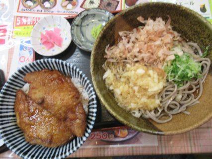 福井名物のソースかつ丼とおろしそばがセットですよって言われたので。