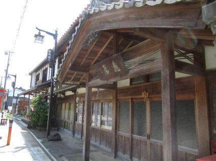 多賀大社前駅から多賀大社表参道絵馬通りを歩く。