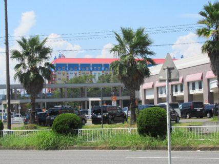 金城ふ頭駅は、愛知県名古屋市港区金城ふ頭3丁目にある、あおなみ線の駅。