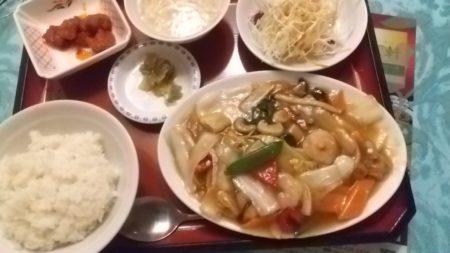 五目うま煮とも言われる、八宝菜の定食でございます。