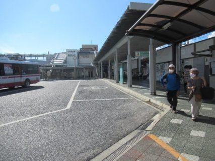 石山駅は、滋賀県大津市粟津町にある、JR西日本の駅。
