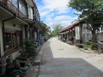 あじろぎの道は、平等院の裏側にあたる宇治川左岸の道。