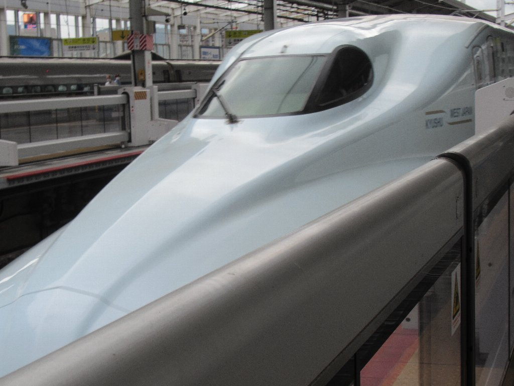 岡山駅から、みずほ号にて広島に向かいます。