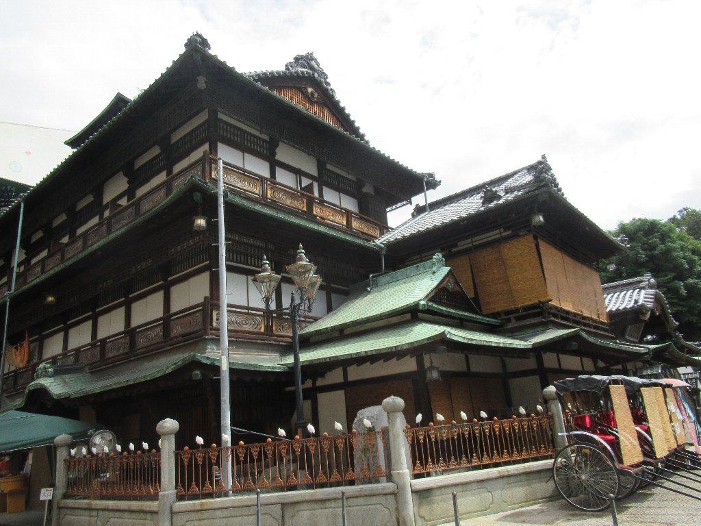道後温泉本館は、愛媛県松山市の道後温泉の中心にある温泉共同浴場。