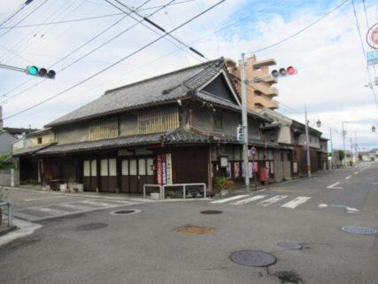 景観重要建築物、山惣商店だそうで。