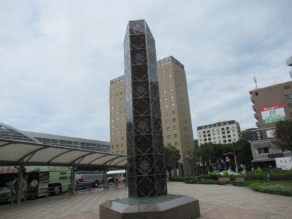 鹿児島中央駅西口の薩摩切子燈です。