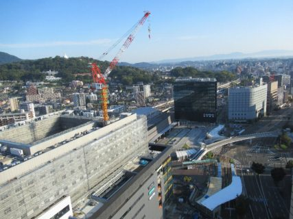 熊本駅前を、27Fから見下ろす朝っぱらです。