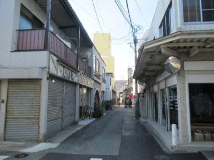 興味深い建物群@上乃裏通りの町並み。