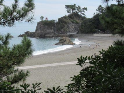 桂浜は、高知市浦戸に位置し太平洋に臨む海岸で高知を代表する名所の一つ。