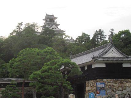 高知城は、高知県高知市にある城で、別名は鷹城。