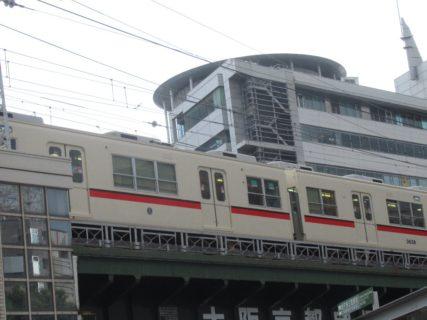 阪急神戸三宮駅を発着する電車を眺めながら。